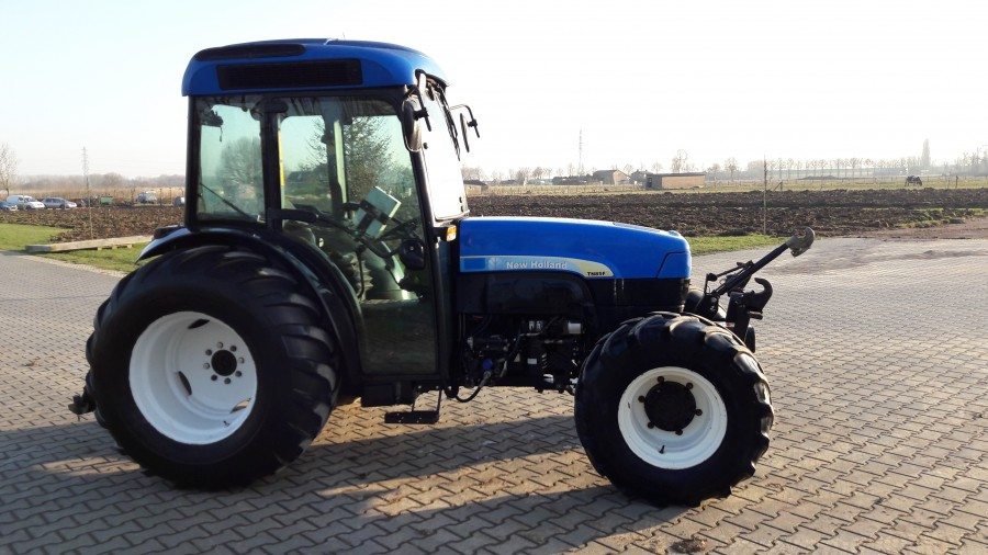 New Holland TN 85 FA
